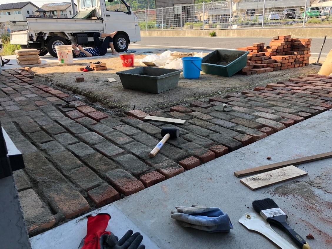 夢のアメリカンガレージ 建築の進捗状況 ⑦ DIYでレンガ敷き